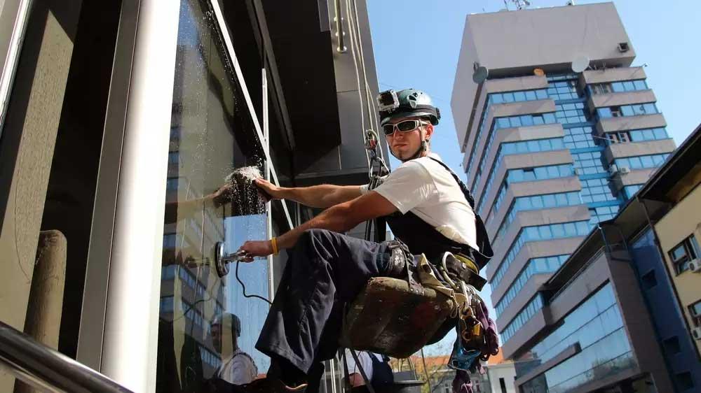 Irodaház takarítás alpintechnikával